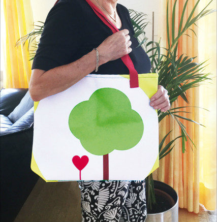 heart & tree tote bag in action