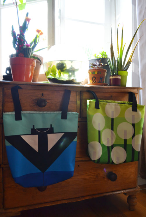 Manta Ray and Dandelion Tote Bags - Lorelsberg - Designs Inspired by Nature #totebag #nature #design